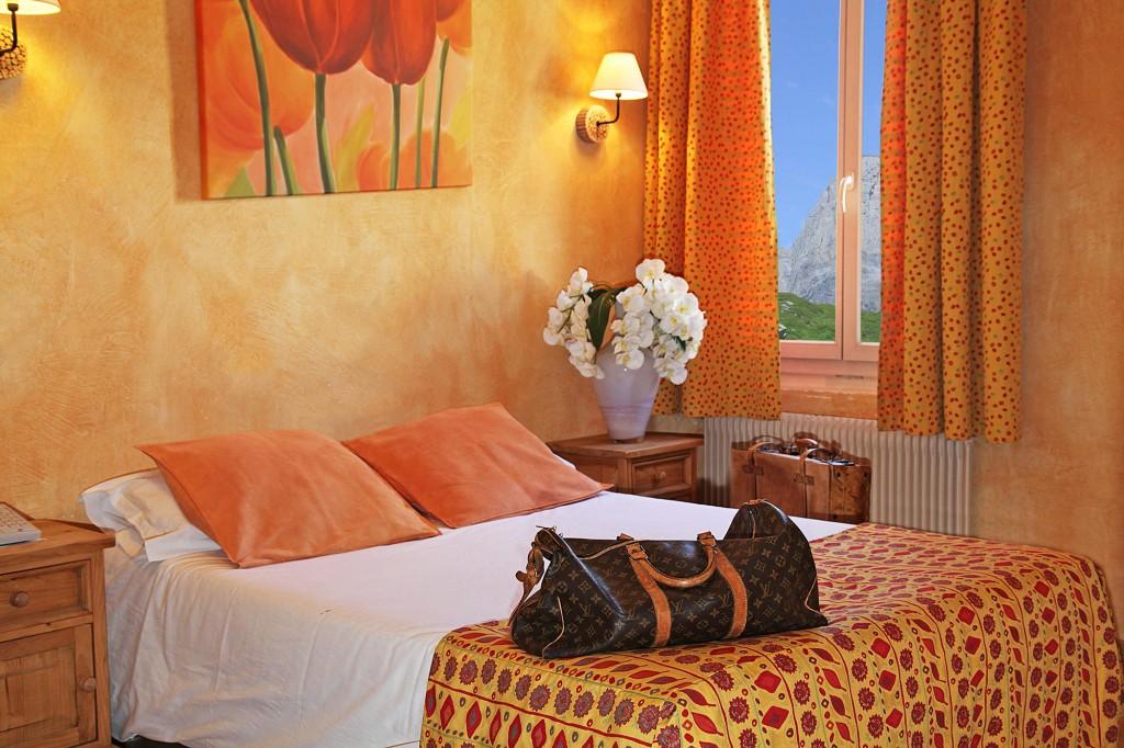 Chambre jaune de l'hôtel des Alpes